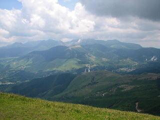 頂上東側の九重山群の展望